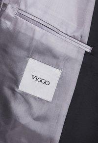 Viggo - OSLO TUX SUIT - Garnitur - bordeaux - 8