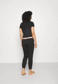 Calvin Klein Underwear - MODERN LOUNGE JOGGER - Pyjama bottoms - black/honey almond - 2