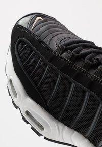 Nike Sportswear - AIR MAX TAILWIND IV - Baskets basses - black/khaki/iron grey/white - 5