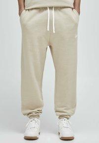 PULL&BEAR - Pantalon de survêtement - beige - 0