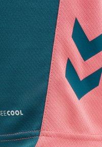 Hummel - ACTION - Sports shorts - blue coral/tea rose - 2