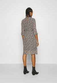 Vero Moda - VMSAFFRON DRESS - Denní šaty - black/white - 2