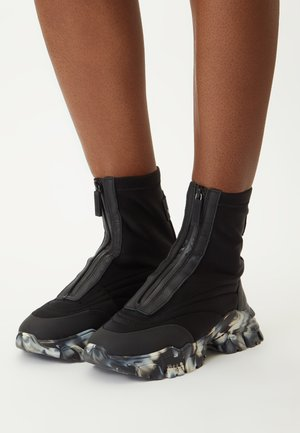 TAYKE OVER - High-top trainers - black