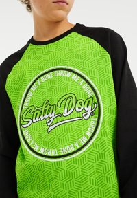 WE Fashion - SALTY DOG - Longsleeve - bright green - 1