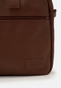 Pier One - Briefcase - cognac - 3