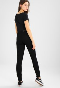 Tommy Jeans - HIGH RISE SKINNY SANTANA - Jeans Skinny - dana black stretch - 2