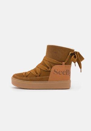 CHARLEE - Platform ankle boots - tan