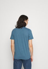 Abercrombie & Fitch - NEUTRAL CREW MULTI 5 PACK - T-shirt basic - white/yellow/green/blue/black - 2