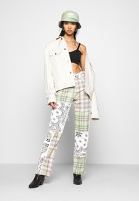 Jaded London - PATCHWORK BANDANA BOYFRIEND FIT - Jeans slim fit - multicolor - 1