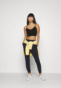 Even&Odd - 2er PACK - Slim fit joggers - Teplákové kalhoty - black/ white - 1