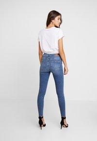 Vero Moda - VMTERESA - Jeans Skinny Fit - medium blue denim - 2