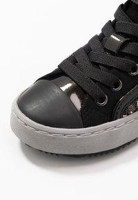 Geox - KALISPERA GIRL - Sneakersy wysokie - black/dark silver - 2