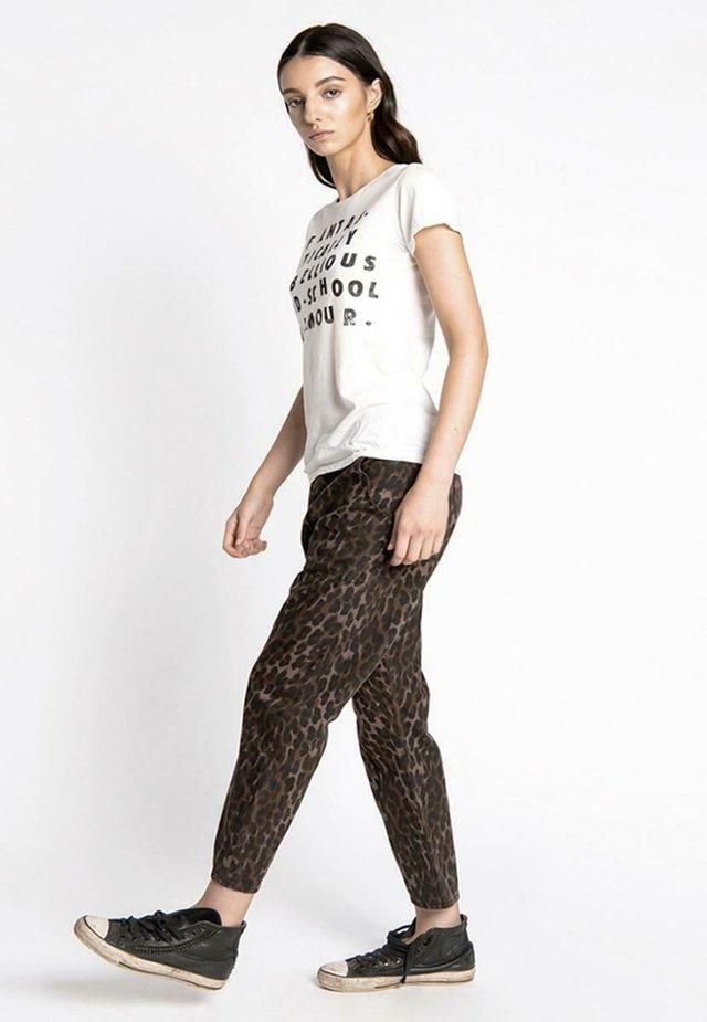 SINNERS - Pantalones - leopard