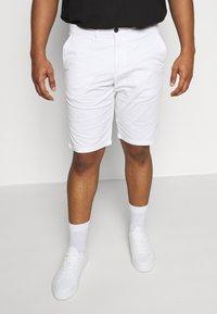 CELIO - ROSLACK - Shorts - blanc - 0