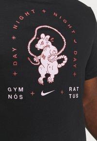Nike Performance - TEE - Print T-shirt - black - 4