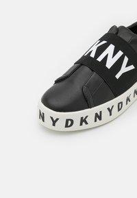DKNY - BECKY - Nazouvací boty - black - 6