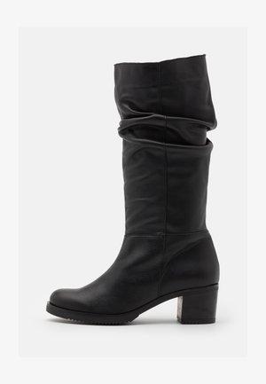 MARTA - Vysoká obuv - black