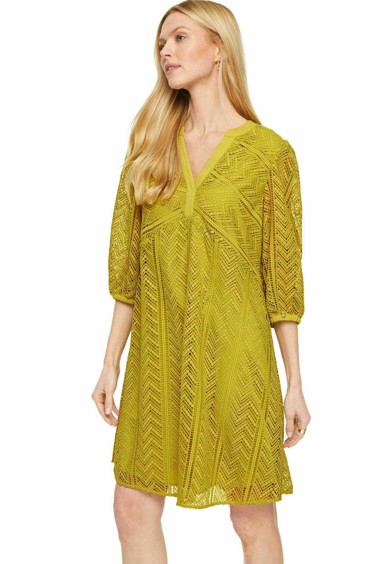 comma - Day dress - gelb