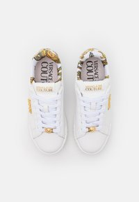Versace Jeans Couture - Trainers - bianco - 4