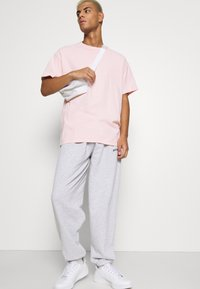 BDG Urban Outfitters - JOGGER PANT UNISEX - Träningsbyxor - grey - 3
