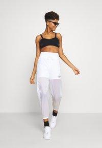 Nike Sportswear - INDIO PANT - Verryttelyhousut - white/black - 1