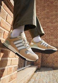 adidas Originals - ZX 700 HD UNISEX - Sneakers laag - beige - 2
