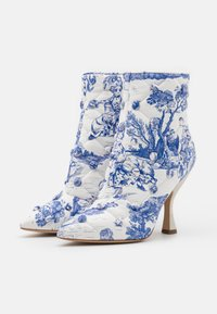 MOSCHINO - Classic ankle boots - light blue - 2