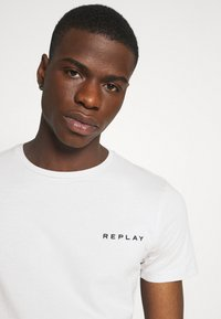 Replay - TEE - Basic T-shirt - cold grey - 4