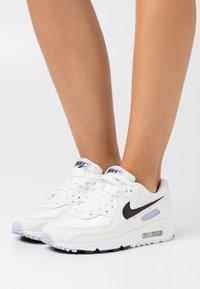 Nike Sportswear - AIR MAX 90 - Sneakersy niskie - sail/black/ghost - 0