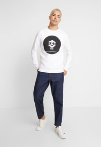 Jack & Jones - JCOKNOWN CREW NECK - Sweatshirt - white - 1