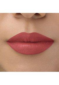 bareMinerals - BAREPRO LONGWEAR LIPSTICK - Lipstick - geranium - 2