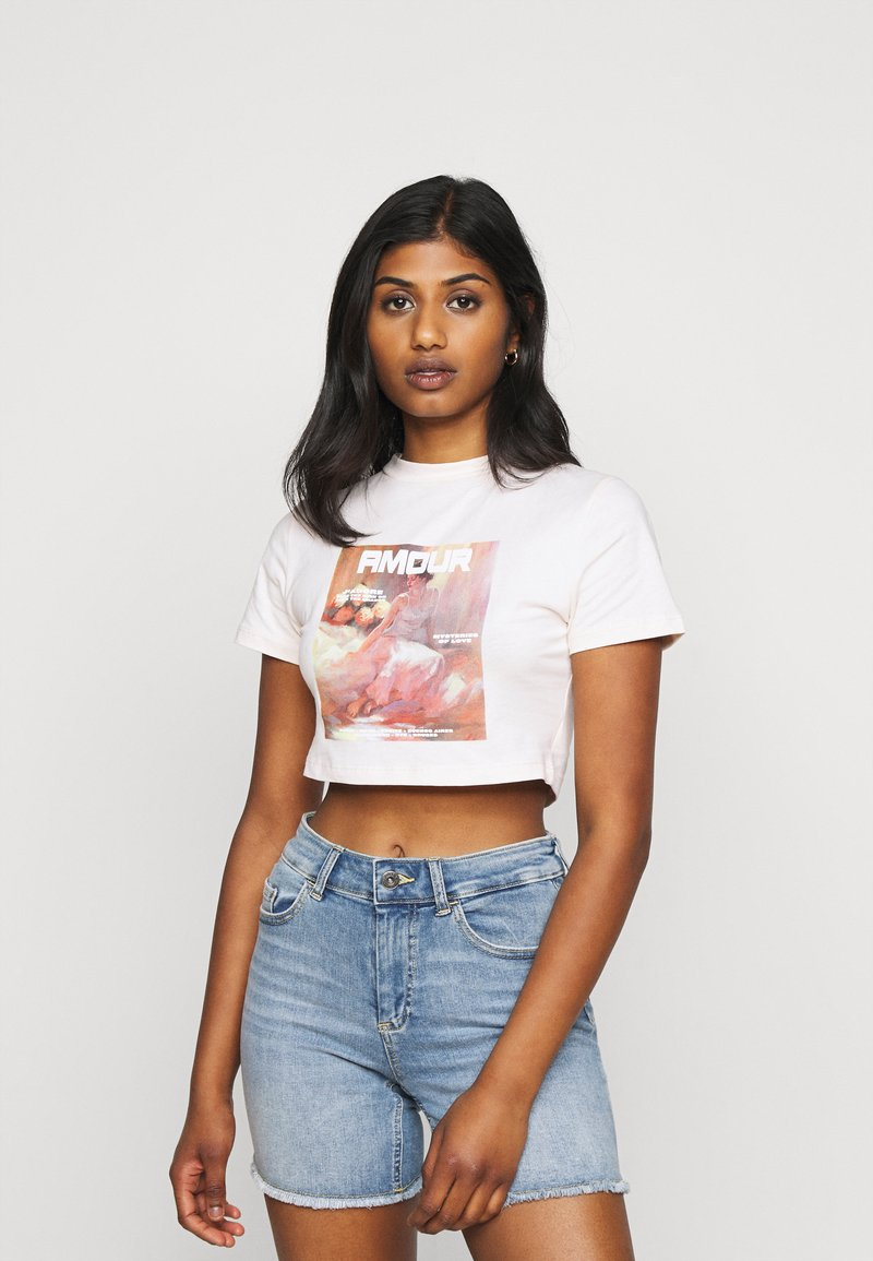 Missguided Petite - AMOUR GRAPHIC FITTED CROP  - Print T-shirt - pink
