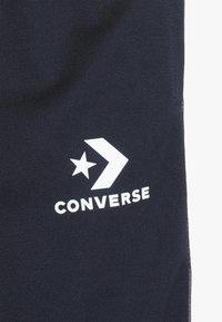 Converse - STAR CHEVRON COLORBLOCK TAPING TRACK PANT - Pantaloni sportivi - obsidian - 4