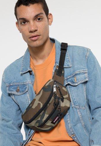 DOGGY BAG CORE COLORS - Bum bag - camo