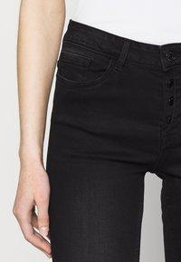 Vero Moda - VMSEVEN BUTTON FLY KNICKERS - Denim shorts - black - 4