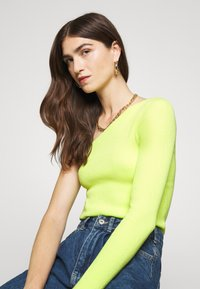 Who What Wear - ONE SHOULDER LONG SLEEVE - Jumper - key lime - 3