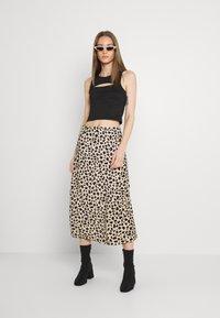 Gina Tricot - ISLA MIDI SKIRT - Maxi skirt - tan/black - 1
