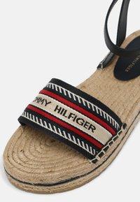 Tommy Hilfiger - ARTISANAL FLATFORM - Sandals - desert sky - 7