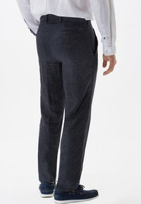 BRAX - STYLE EVANS - Trousers - gray - 2