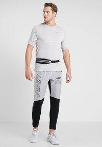 Nike Performance - ELITE TRACK PANT AIR - Træningsbukser - black/white - 1