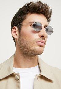 Ray-Ban - Sunglasses - gold-coloured/matte grey - 1