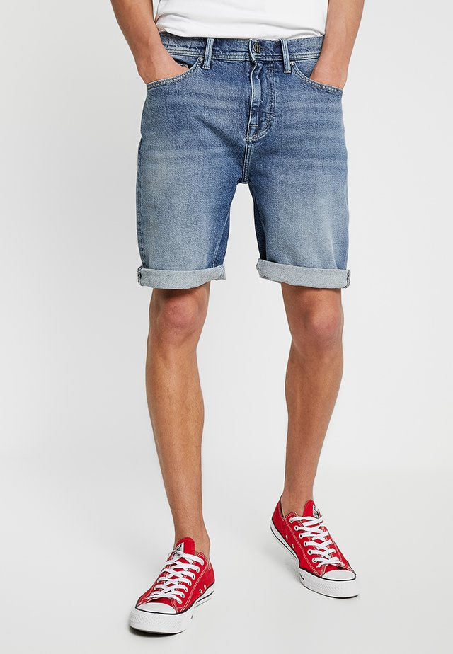 MOKUM - Denim shorts - steen