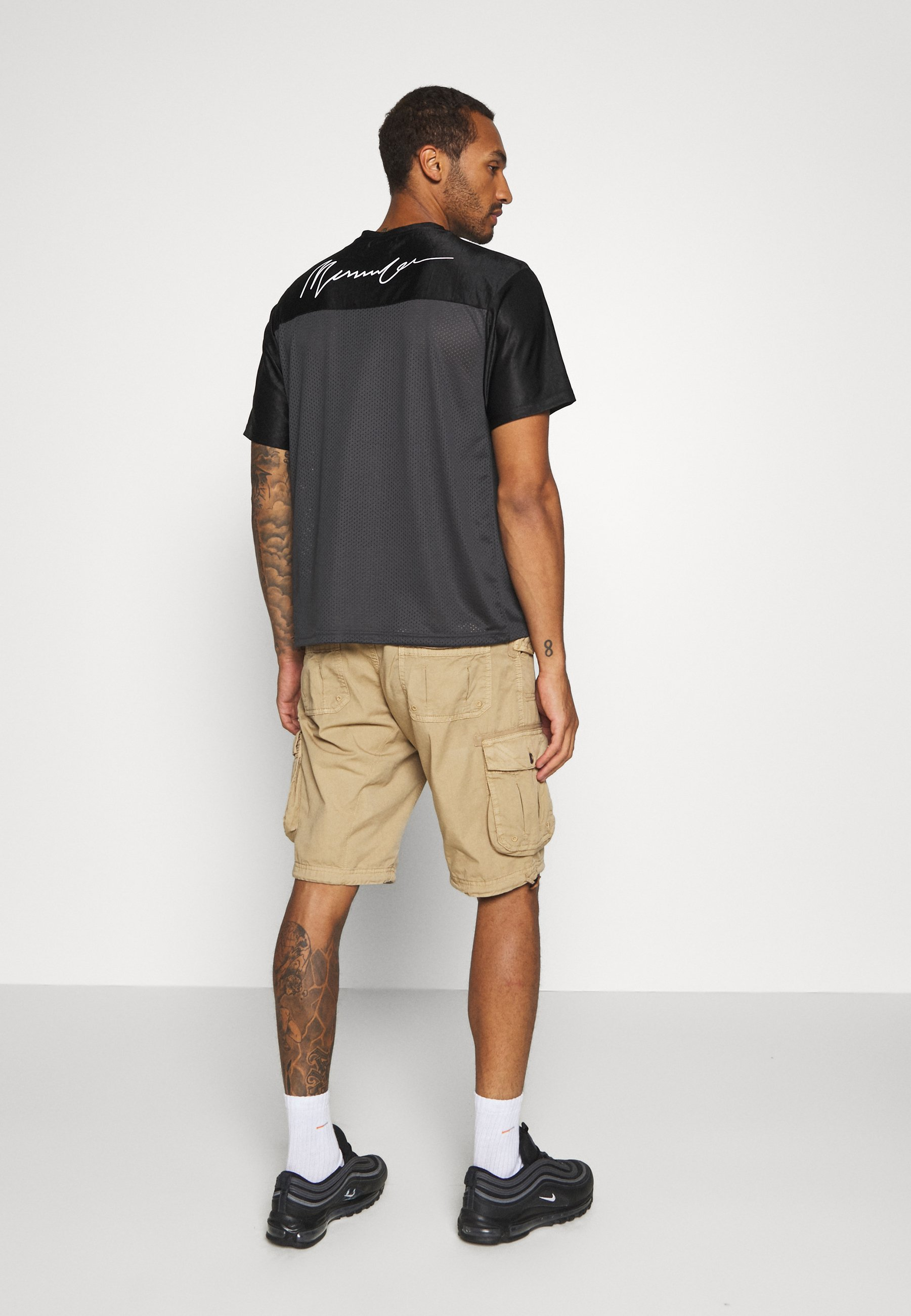 Mennace SIGNATURE BLOCKED TEE - Print T-shirt - black wkbWC