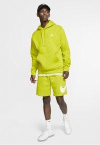 Nike Sportswear - CLUB HOODIE - Luvtröja - bright cactus/bright cactus/white - 1