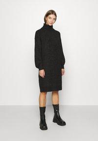 Noisy May - NMROBINA HIGH NECK DRESS - Strikket kjole - dark grey melange - 0