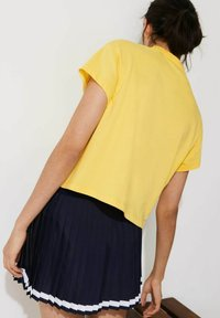 Lacoste Sport - Print T-shirt - gelb / weiß - 3