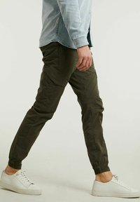 CHASIN' - Cargo trousers - green - 2