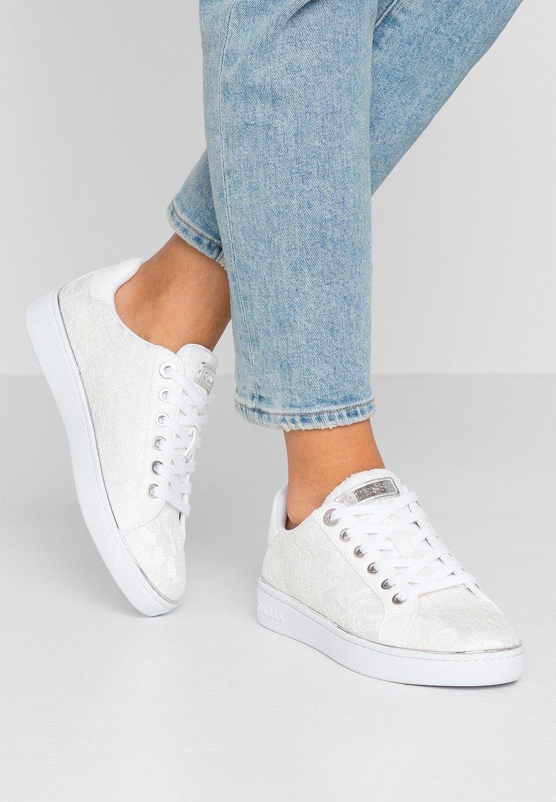Guess - BRADLIA - Sneakers - white