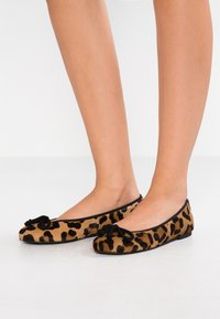 Pretty Ballerinas - TARZAN - Ballet pumps - arena - 0