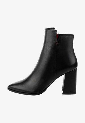 Kotníková obuv na vysokém podpatku - czarny